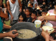 feeding-hungry-children