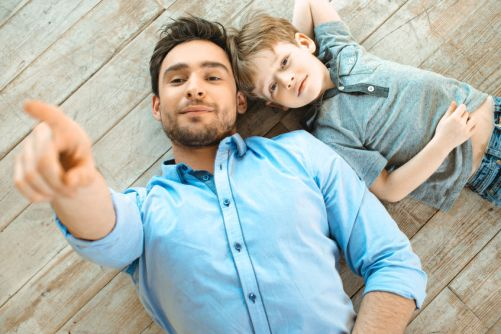 boy-and-dad-pointing-49654347_m